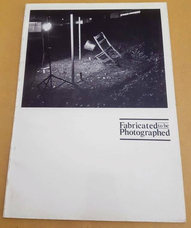 cover Fabricated to be photographed